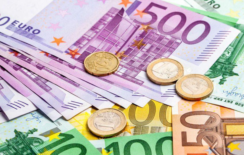 Curs BNR, 14 septembrie 2021. Euro se majorează, dolarul scade
