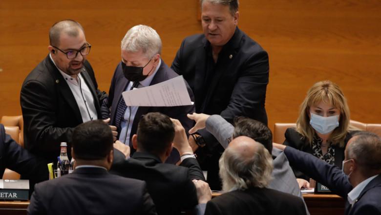 Florin Cîțu: 'Vreau să văd că autoritățile statului își fac treaba și îi amendeze pe parlamentarii AUR care nu au purtat mască ieri în Parlament'